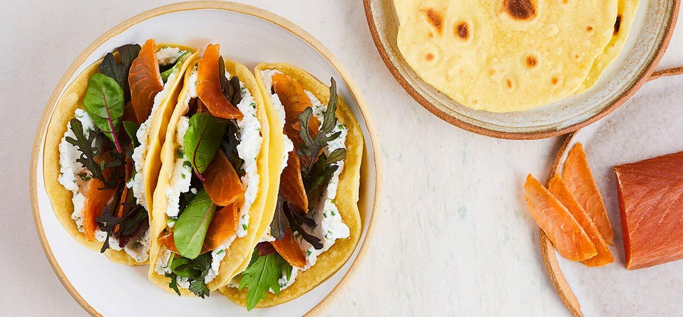 Tacos au saumon Souhoï®, brousse de brebis et salade de jeunes pousses par David Gallienne