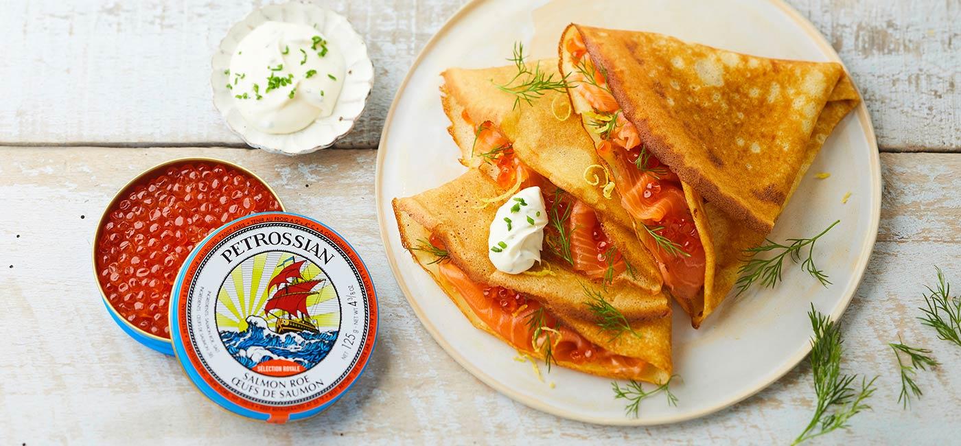 Crêpes à la russe au saumon fumé et œufs de saumon